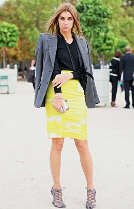 18. CarineRoitfeld-yellow skirt