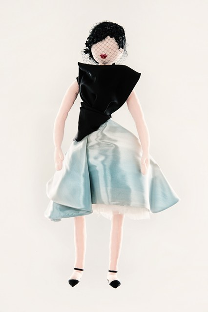 Dior-unicef-designer-doll-vogue-26nov13-pr_426x639