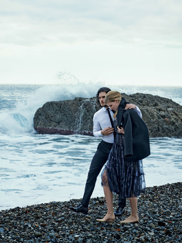 lara-stone-kit-harington-by-peter-lindbergh-for-vogue-us-march-2014-5
