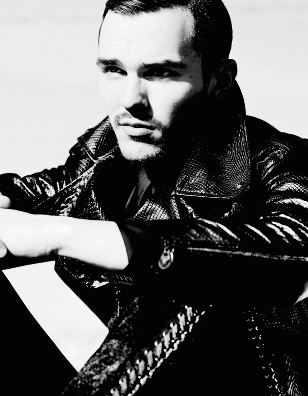 nicholas-hoult-by-mario-testino-for-v-magazine-man-spring-summer-2014-2