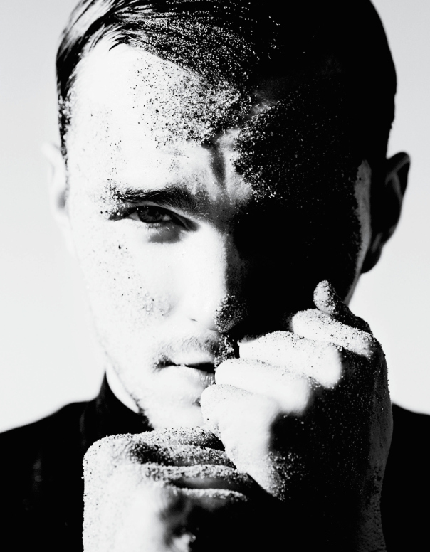nicholas-hoult-by-mario-testino-for-v-magazine-man-spring-summer-2014-8 (1)