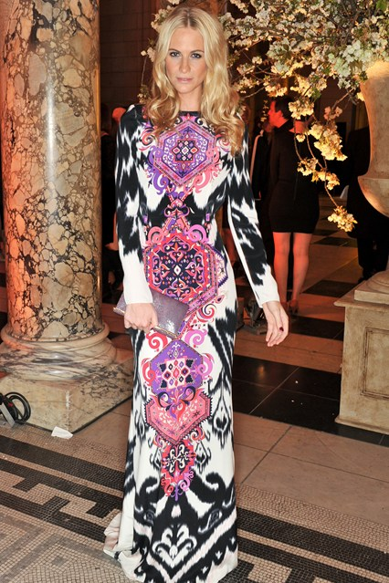 poppy-delevingne-2-vogue-2apr14-nick-harvey_b_426x639