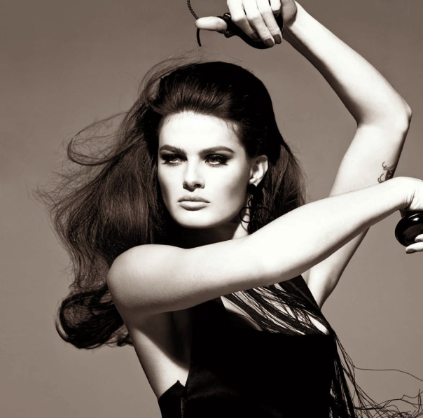 isabeli-fontana-timo-nuc3b1ez-by-steven-meisel-for-vogue-italia-august-2014-1
