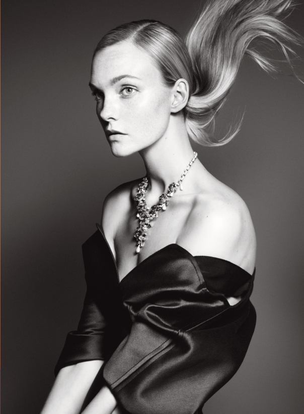 caroline-trentini-julia-bergshoeff-by-david-sims-for-vogue-us-december-2014-1