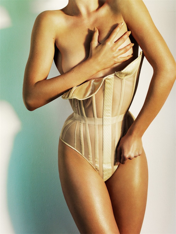 doutzen-kroes-by-mario-testino-for-allure-magazine-october-2008-1