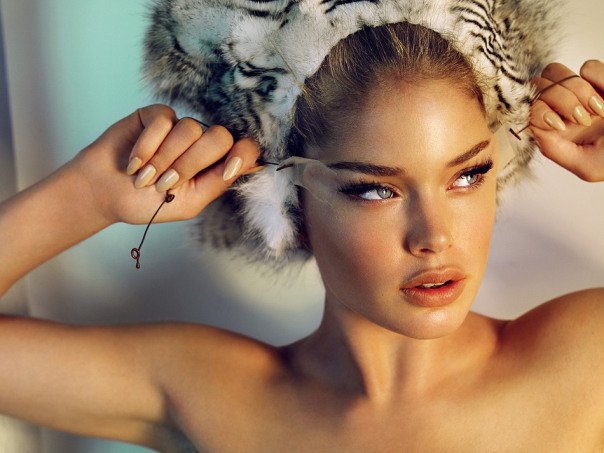 doutzen-kroes-by-mario-testino-for-allure-magazine-october-2008-6