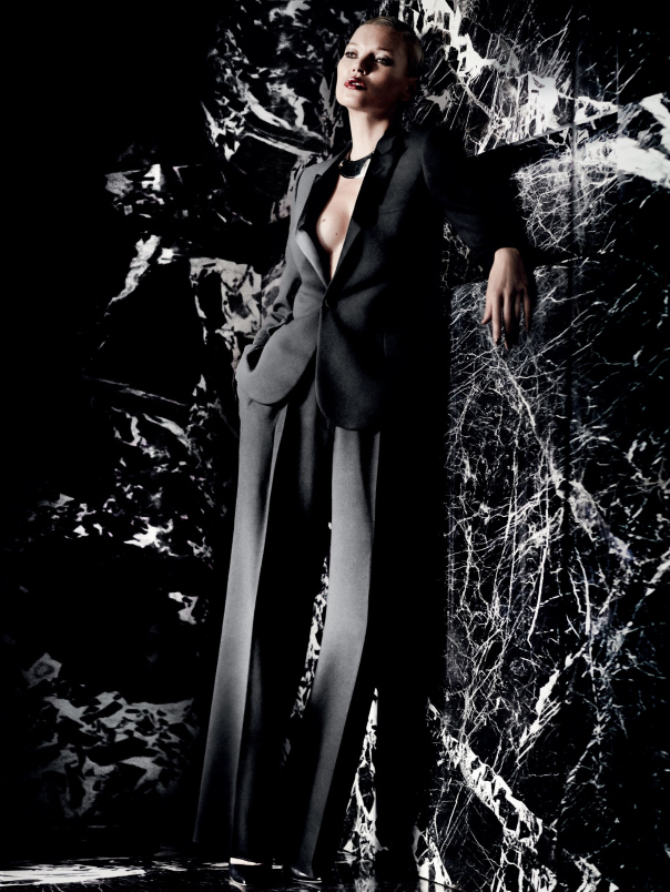 kate-moss-by-mario-testino-for-vogue-uk-december-2014-11