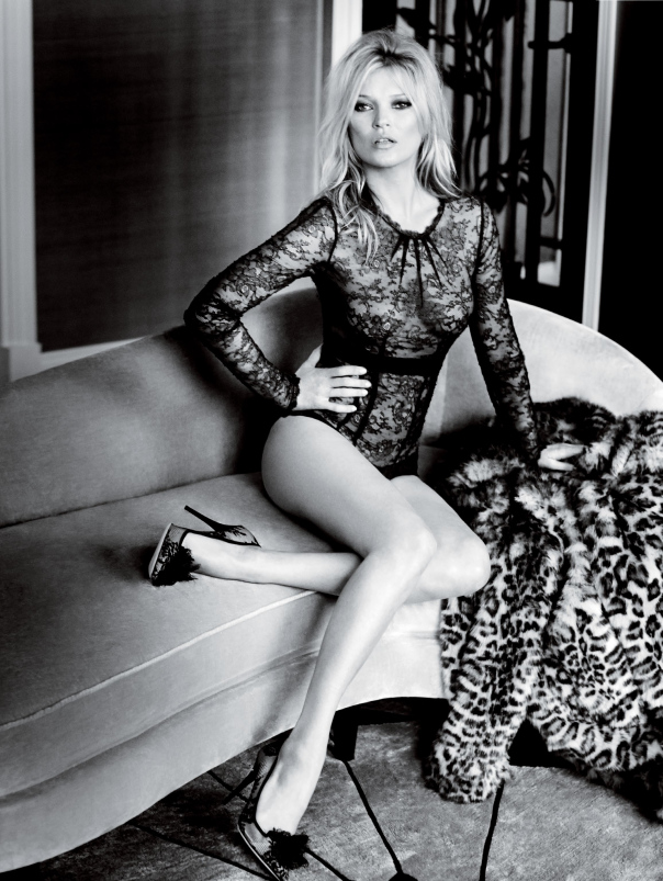 kate-moss-by-mario-testino-for-vogue-uk-december-2014-6
