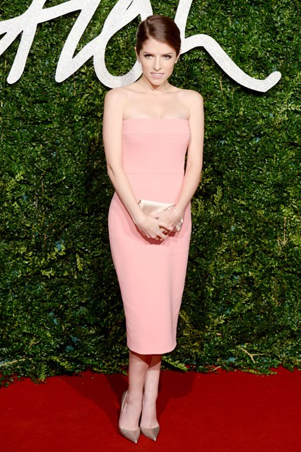 19-anna-kendrick-british-fashion-awards-vogue-1dec14-pa_b_426x639