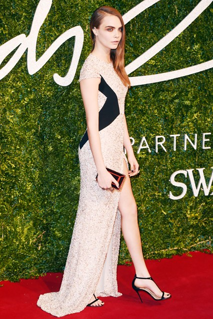 31-cara-delevingne-british-fashion-awards-vogue-1dec14-rex_b_426x639