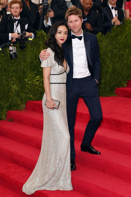 Christopher-Bailey-Wei-Tang-Vogue-5May15-Rex_b_426x639