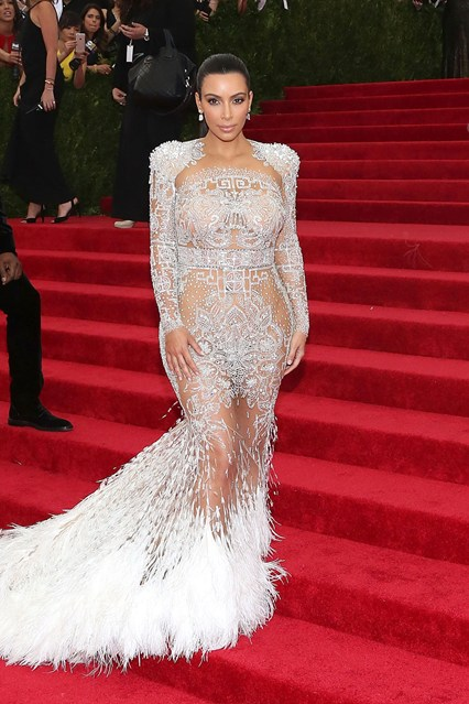 Kim-Kardashian-Vogue-5May15-Getty__426x639