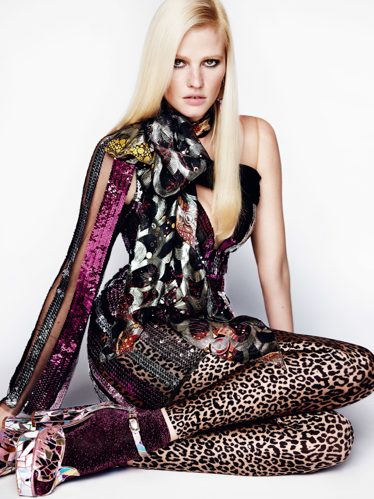 lara-stone-by-mario-testino-for-vogue-uk-august-2015-3