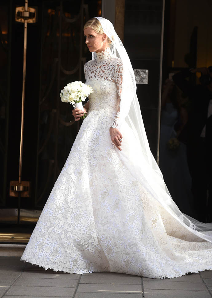 51794947 Here comes the bride! Socialite and designer Nicky Hilton is a vision in white as she leaves Claridge's Hotel on her wedding day in London, England on July 10, 2015. Nicky heading off to marry her partner James Rothschild at Kensington Palace. FameFlynet, Inc - Beverly Hills, CA, USA - +1 (818) 307-4813 RESTRICTIONS APPLY: USA ONLY