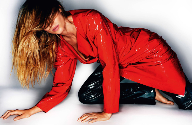 gisele-bc3bcndchen-by-mario-testino-for-vogue-paris-october-2015-12