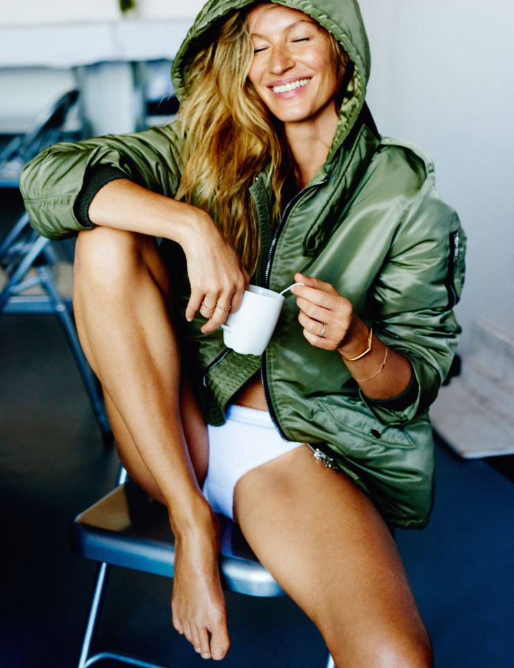 gisele-bc3bcndchen-by-mario-testino-for-vogue-paris-october-2015-6