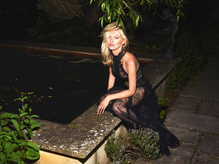 kate-moss-by-mert-alas-marcus-piggott-for-vogue-paris-october-2015-15