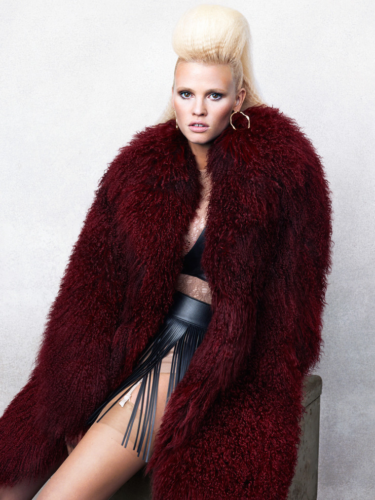 lara-stone-by-bjorn-iooss-for-cr-fashion-book-fall-winter-2015-3