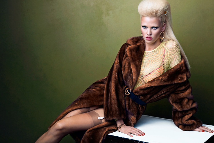 lara-stone-by-bjorn-iooss-for-cr-fashion-book-fall-winter-2015-5