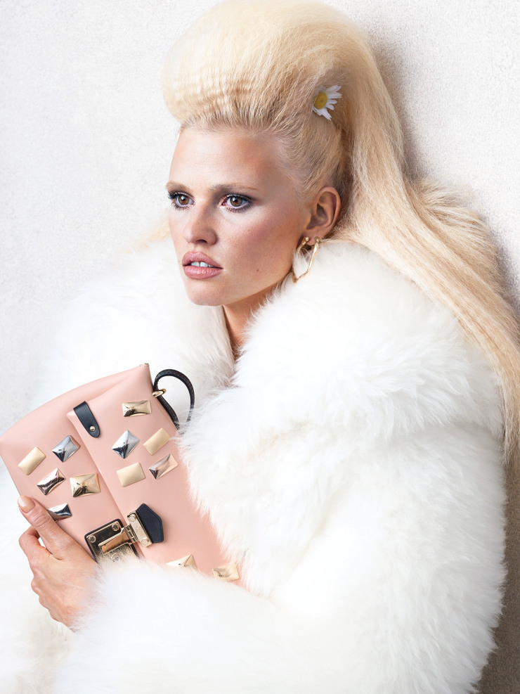 lara-stone-by-bjorn-iooss-for-cr-fashion-book-fall-winter-2015-6