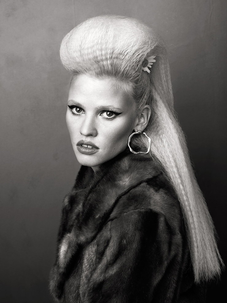 lara-stone-by-bjorn-iooss-for-cr-fashion-book-fall-winter-2015-9