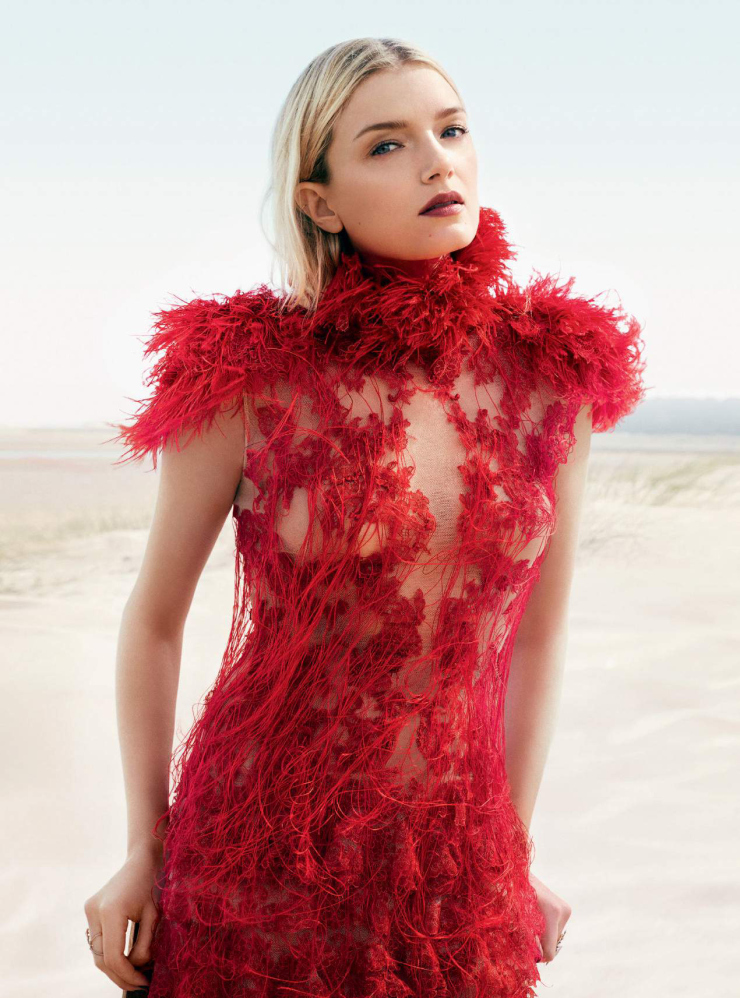 lily-donaldson-by-david-slijper-for-harper_s-bazaar-uk-october-2015-1