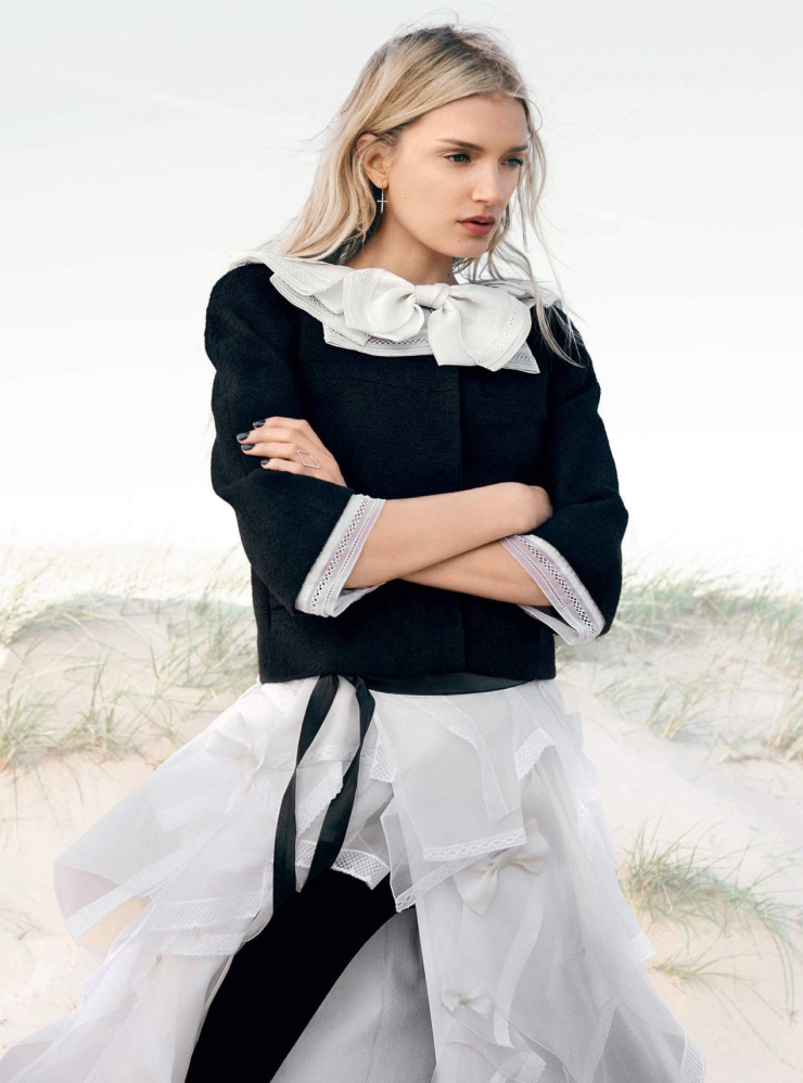 lily-donaldson-by-david-slijper-for-harper_s-bazaar-uk-october-2015-5