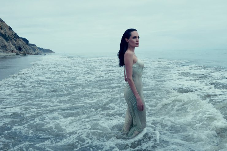 angelina-jolie-by-annie-leibovitz-for-vogue-us-november-2015-1