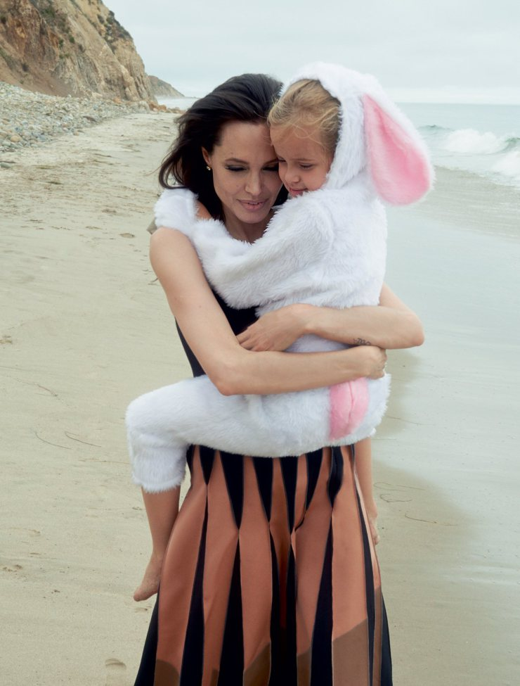 angelina-jolie-by-annie-leibovitz-for-vogue-us-november-2015-5