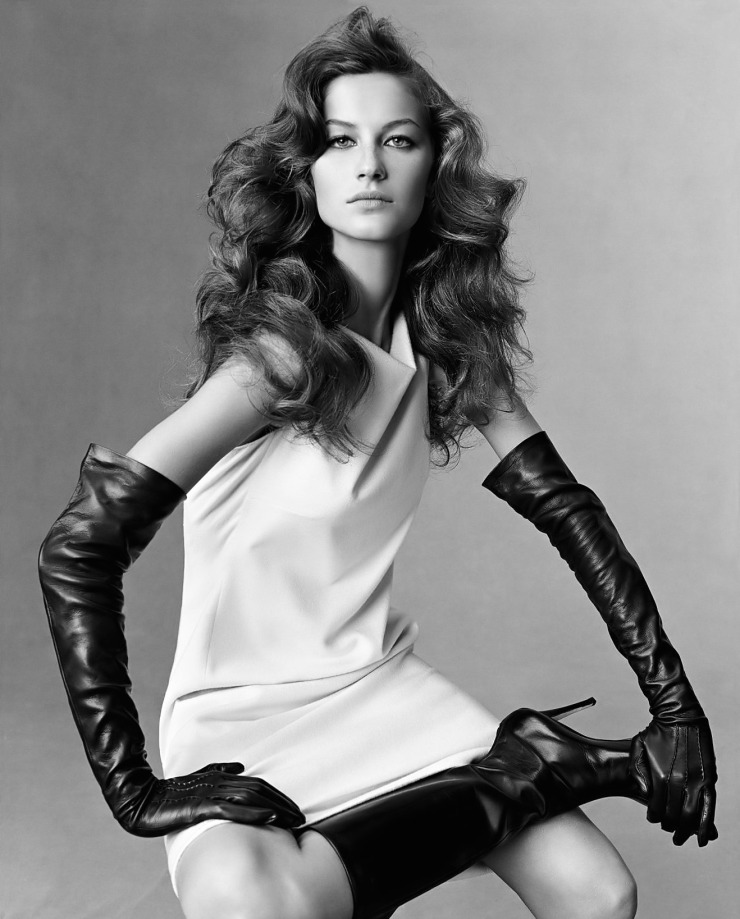 gisele b252ndchen by steven meisel for vogue us august 1999
