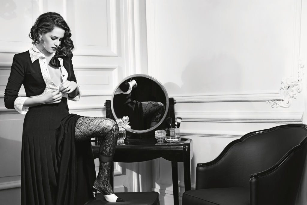 kristen-stewart-fronts-chanel-paris-in-rome-campaign-1
